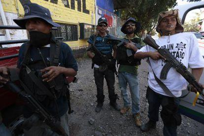 Membros de uma guarda comunitária em Parácuaro, Michoacán.