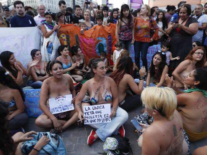 Protesto, que ficou conhecido como 'tetazo', pela liberação do topless nas praias argentinas.