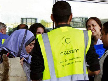 Um grupo de 31 refugiados do programa europeu de realocação chega a Madri, em 26 de setembro.