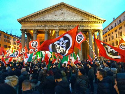 Manifestação do grupo radical Casapound em Roma em 1º de março de 2018.