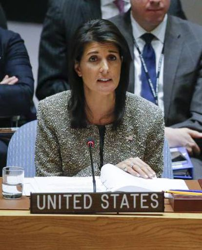 A embaixadora dos EUA para a ONU, Nikki Haley, hoje no Conselho de Segurança.