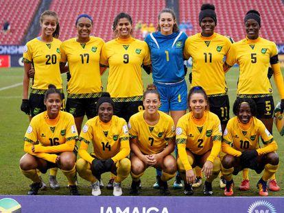 A seleção jamaicana de futebol feminino.