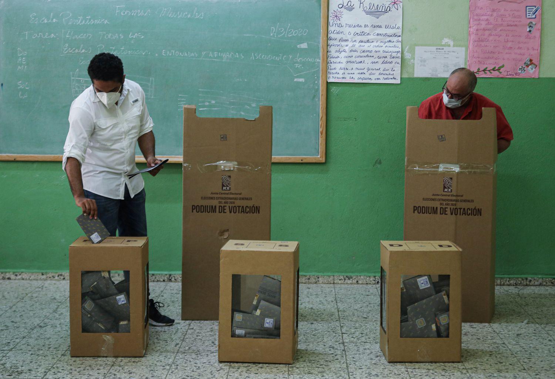 Eleições gerais durante o surto de coronavírus em Santo Domingo, República Dominicana, em 5 de julho de 2020.