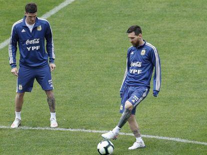 Messi treina no Pacaembu para confronto contra o Chile.
