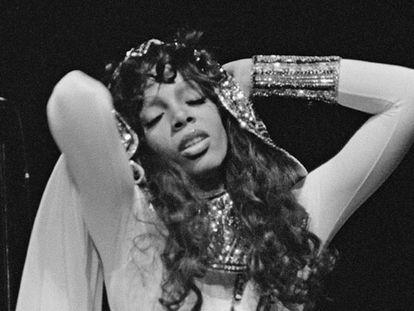 Donna Summer em uma apresentação em 1979.