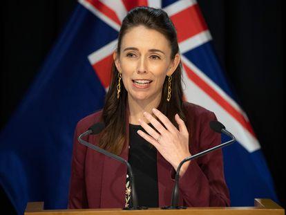 Jacinda Ardern, primeira-ministra da Nova Zelândia, demonstrou liderança e empatia durante um discurso de oito minutos transmitido pela televisão em 21 de março.
