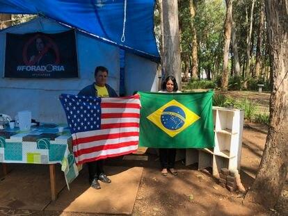 """Maciel e Advânia acreditam na vitória de Trump: ambos participam do acampamento """"Fora Doria"""", montado ao lado do Parque do Ibirapuera"""