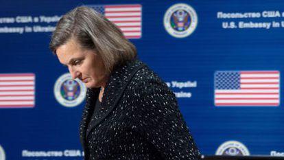 A subsecretaria de Estado, Vitória Nuland, na embaixada de EUA na Ucrânia nesta sexta-feira.
