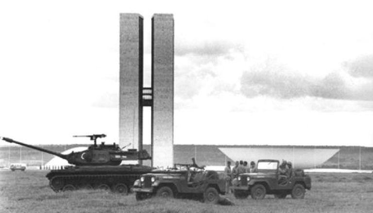 Tanques em Brasília em 1964.