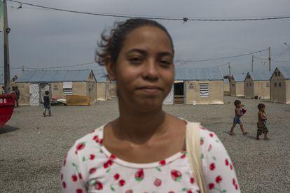 Stefani Natera, que se preparava para deixar Roraima e recomeçar a vida em São Paulo. Ela foi selecionada para ser vendedora da Renner, que tem um programa para empregar imigrantes.