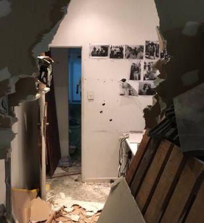 Os atacantes destruíram até a alvenaria da redação.
