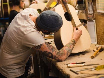Fábrica de violões da empresa Gibson em Montana (EUA).