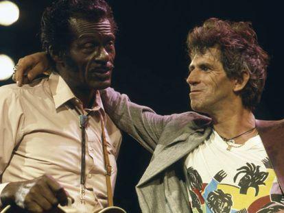 Chuck Berry e Keith Richards durante os ensaios do documentário 'Hail! Hail! Rock and roll' (1987).