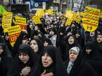 03 January 2020, Iran, Rasht: Iranian women march with placards and shout slogans during an anti-US demonstration, after Qassem Soleimani, commander of the elite Quds Force of the Iranian Revolutionary Guard, was killed in a US strike in Baghdad. Photo: Babak Jeddi/SOPA Images via ZUMA Wire/dpa