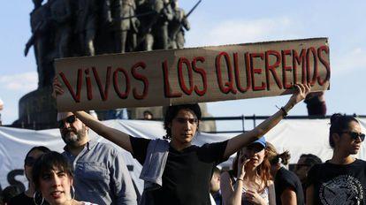 Protesto em Guadalajara pelos três estudantes