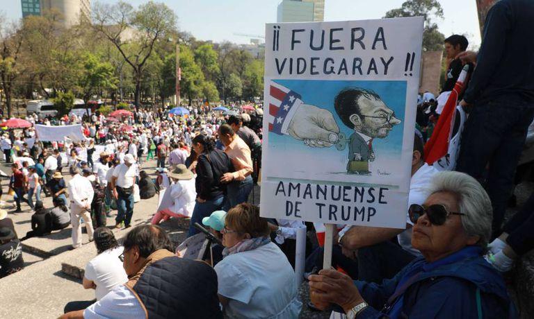 Manifestantes contra Trump na Cidade do México