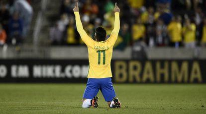 Gabriel celebra gol nom amistoso contra o Panamá.