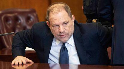 O ex produtor de Hollywood, Harvey Weinstein, em um tribunal de Manhattan, Nova York.