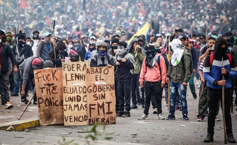 Manifestantes contra o Governo em Quito.