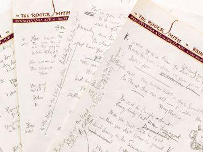 As quatro folhas com a letra de 'Like a rolling stone'.