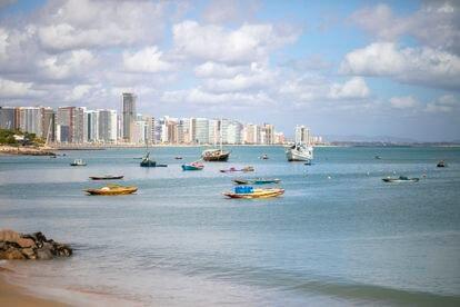 As velas do Mucuripe, imortalizadas na canção de Belchior, perdem espaço na orla de Fortaleza. A cultura dos jangadeiros sofre com a pressão da especulação imobiliária e a escassez de políticas públicas voltadas a estes pescadores.