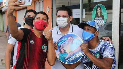 Josiel Alcolumbre (DEM) durante campanha em Macapá.