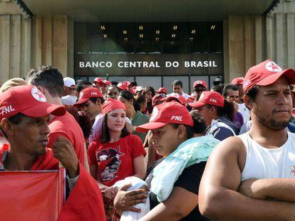 Frente Nacional de Luta se reúne para o ato, em Brasília