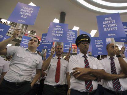 Funcionários do setor aéreo cruzaram os braços na manhã desta quarta.