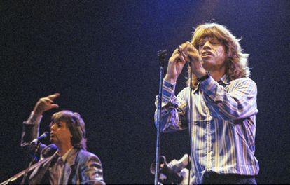 Paul McCartney e Mick Jagger no show 'The Prince's Trust', em Londres, em junho de 1986.