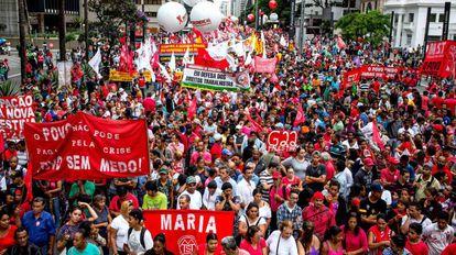 Manifestação anti-impeachment de Dilma, em 2016.