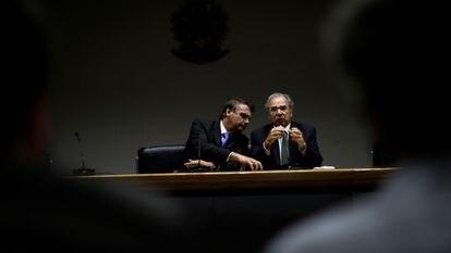 Bolsonaro e Guedes durante coletiva de imprensa na sexta-feira.
