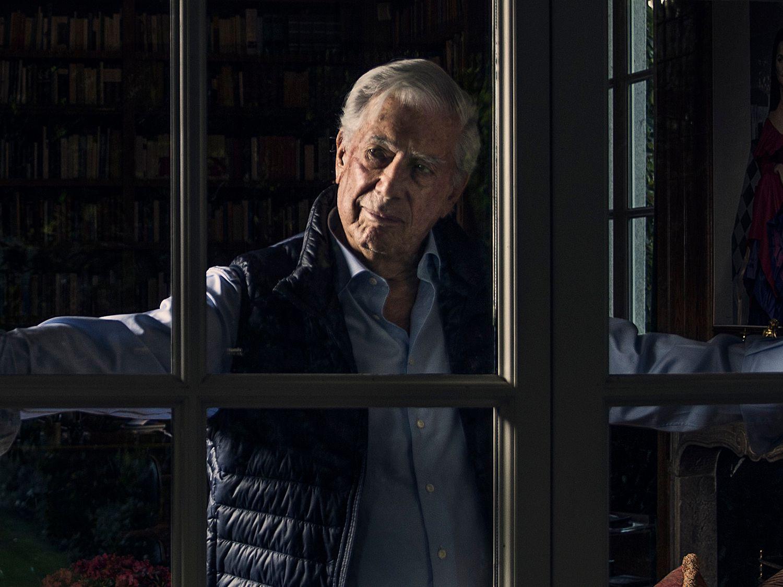 O escritor peruano Mario Vargas Llosa na sua casa, em Madri, em 2019.