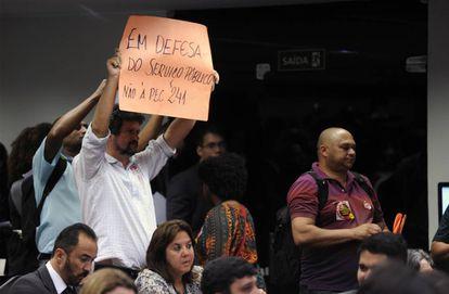 Protesto em Comissão da Câmara contra a PEC 241.