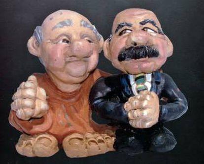 Escultura que mostra o ex-presidente José Sarney (direita).