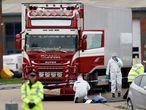 La policía de Essex (Reino Unido) ha hallado este miércoles por la mañana 39 cadáveres dentro de un camión en una zona industrial de Grays, al este de Londres.
