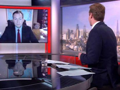 A história por trás do vídeo do professor e seus filhos na BBC
