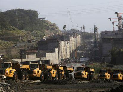 Foto das obras de ampliação do canal do Panamá.