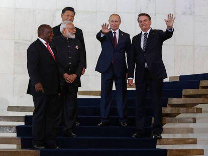Da esquerda à direita: Cyril Ramaphosa, presidente da África do Sul; o premiê da Índia, Narendra Modi; o presidente da China; Xi Jinping; o presidente russo, Vladimir Putin; e o presidente brasileiro, Jair Bolsonaro, nesta quinta-feira, em Brasília, no encontro dos BRICS.