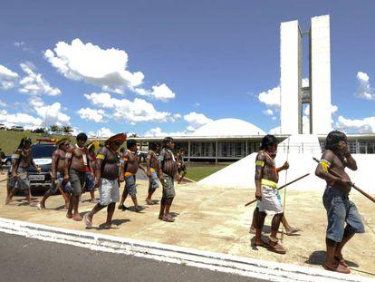 Indígenas protestam em Brasília.