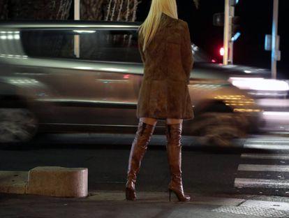 Prostituta na Promenade des Anglais (Nice, França), em 2013.