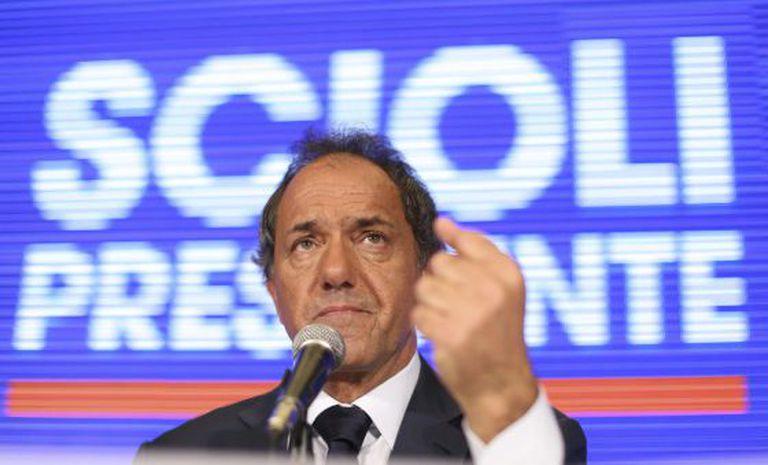 Daniel Scioli fala no dia seguinte à eleição.