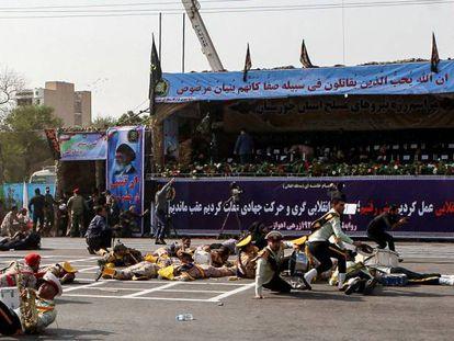 Soldados feridos pelo ataque durante um desfile militar na cidade iraniana de Ahvaz.