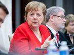 Merkel interviene durante una reunión este jueves con el Gobierno sudafricano en Pretoria (Sudáfrica)