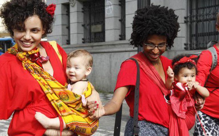 Mulheres em ato pela humanização do parto,  em 11 de abril.