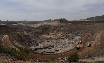 A mineradora Samarco trabalha na recuperação de diques que foram impactados com o rompimento da barragem de Fundão.
