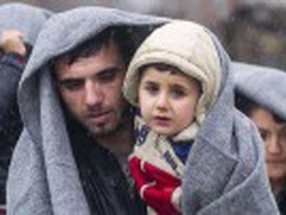 Ministro das Relações Exteriores indica que será necessária uma ação terrestre. Declaração é bem recebida em Damasco