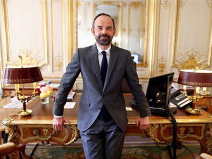 O primeiro-ministro francês Édouard Philippe ontem em seu escritório.