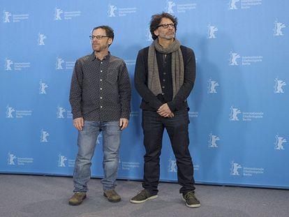 Ethan e Joel Coen na apresentação de Ave, César!' , no Festival de Berlim. Reuters