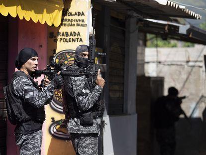 Policiais durante a operação na favela do Jacarezinho, no Rio, no último dia 6.