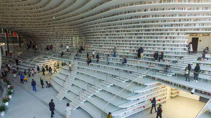 Biblioteca gigante na China com a metade dos livros pintados